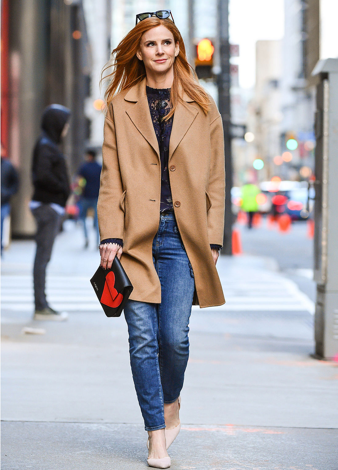 The exclusive camel coat not only provides protection from the colder,  Canadian temperatures, but also looks very, very chic. In addition, she  combines ... 8cb0dfad8e