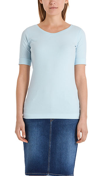 Round-collar shirt with short sleeves