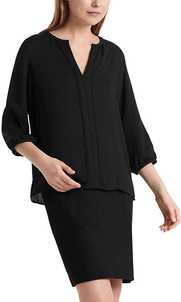 Flowing blouse in lightweight microfibre.