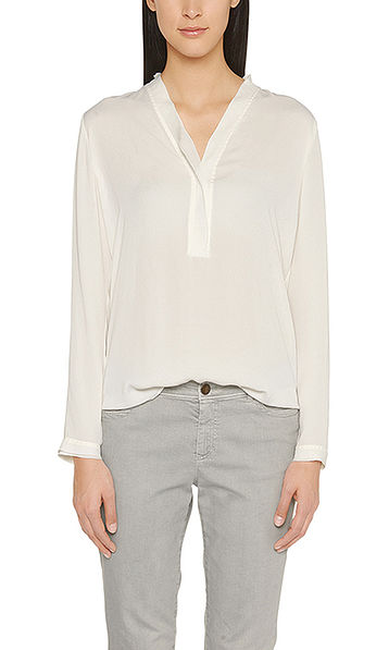 Loose fitting blouse in crêpe