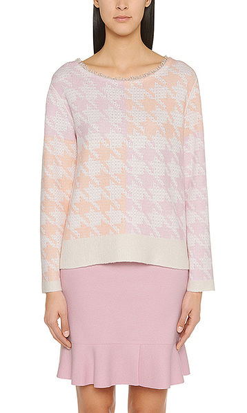 Sweater with houndstooth colour patch