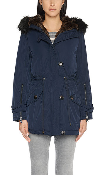 Outdoor jacket with techno-down