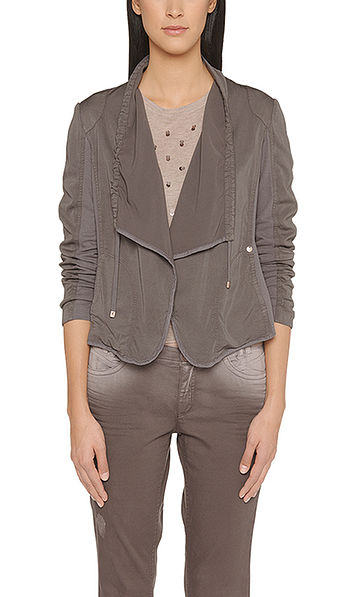 Jacket in mixed materials
