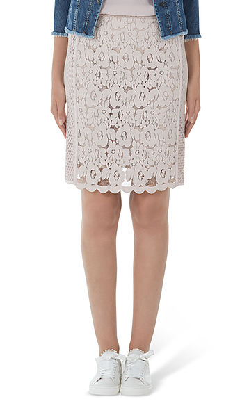 Skirt with macramé lace