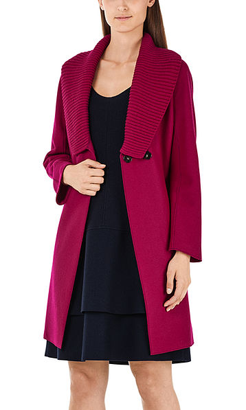 Coat with O-silhouette