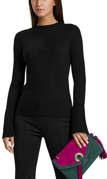 Knitted pullover with pleated sleeves