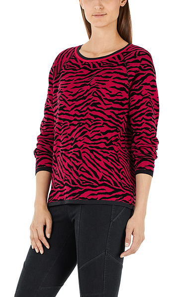 Pullover with tiger stripes