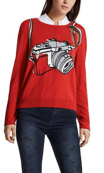 Sweater with intarsia pattern