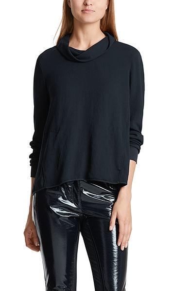 Blouse-style top with pleats