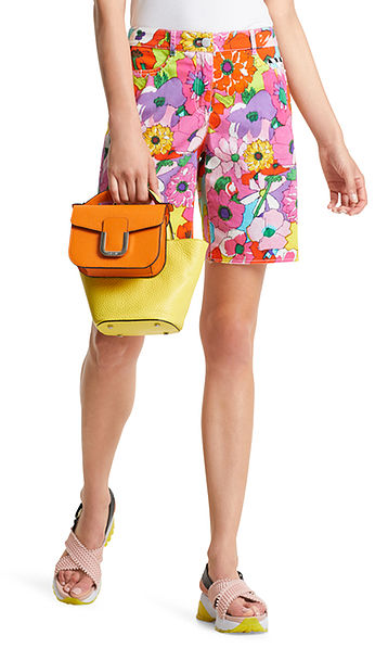 Shorts printed with flowers