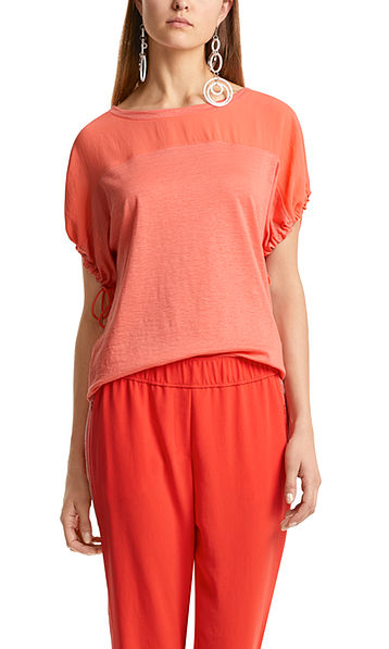 T-shirt with gathered sleeves
