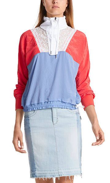 Sporty blouse-style top with lace
