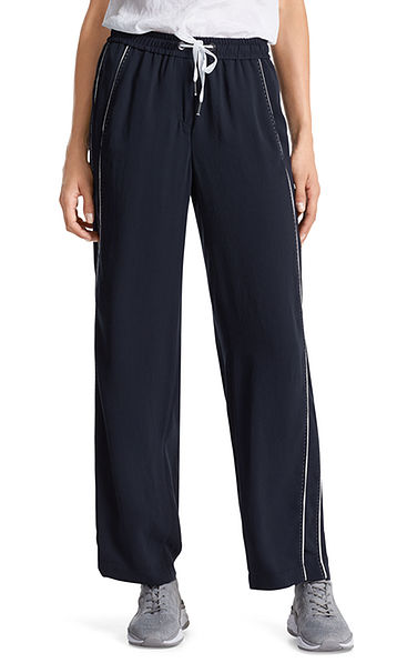 Wide, jogging-style pants