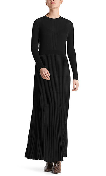 Knitted dress with pleats