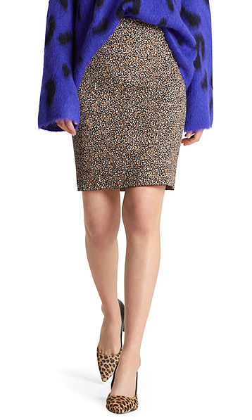 Knitted skirt with leopard pattern