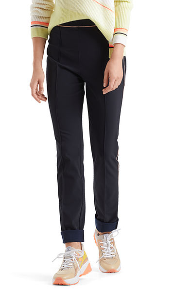 Stretch pants with neon thread