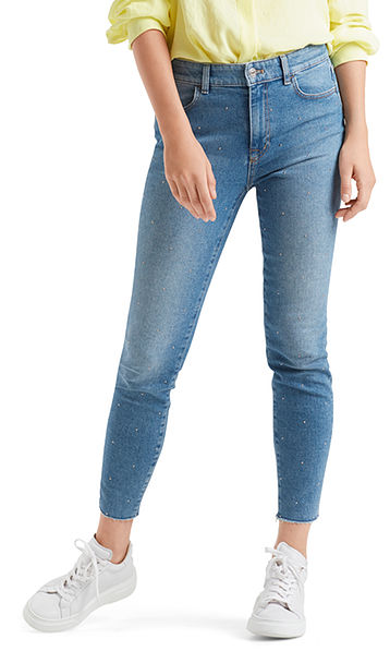 Jeans with mini-rivets