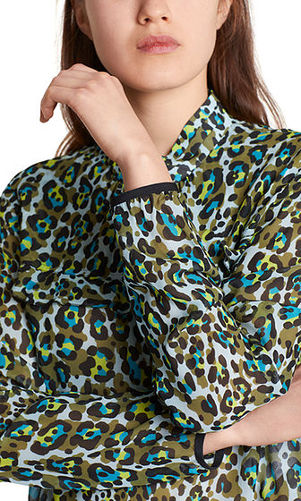 Light blouse with colourful animal print | marc en